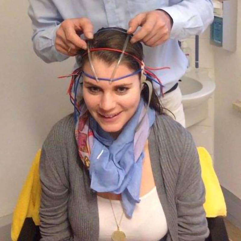 Jana bei der EEG Messung